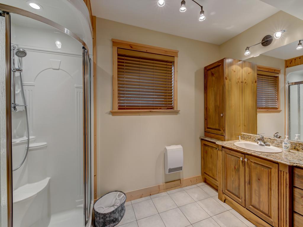 ChaletsOasis_Deer6_Downstairs_Bathroom