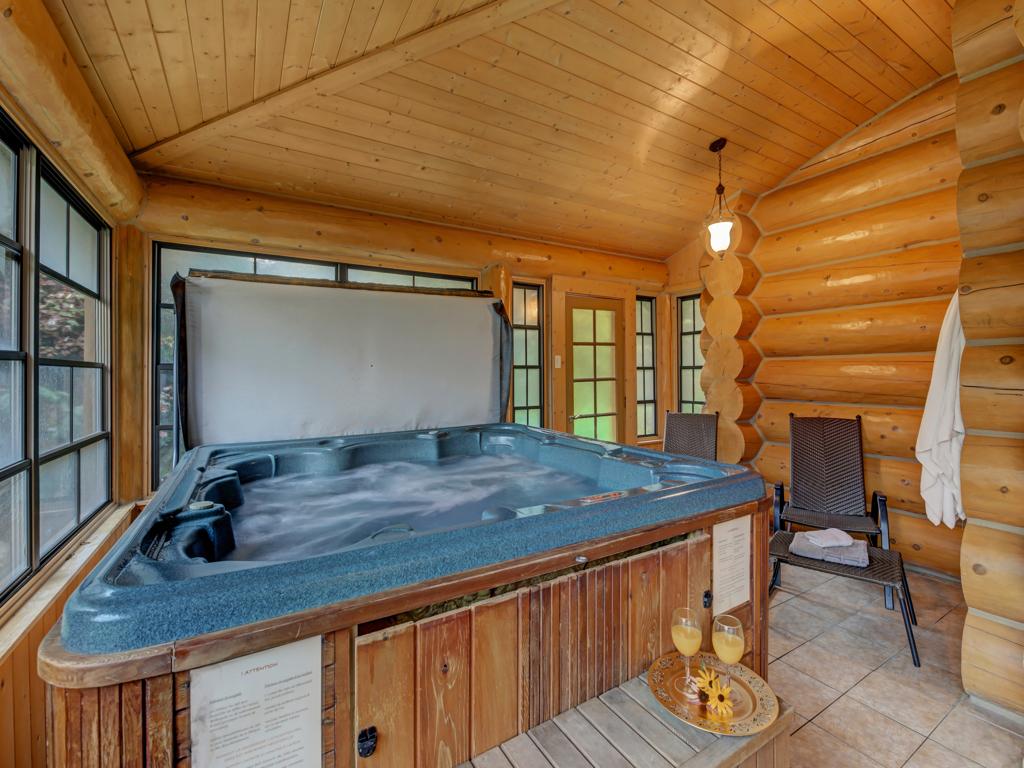 ChaletsOasis_Bear19_Hot-tub_1