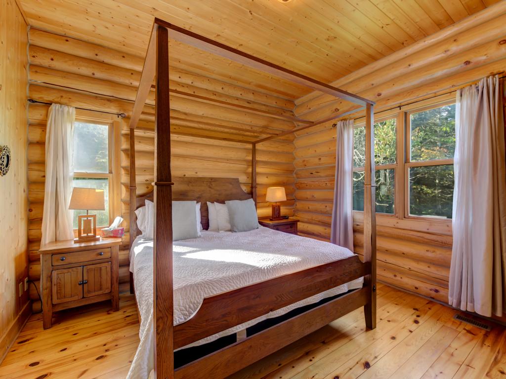 ChaletsOasis_Deer6_Master_Bedroom