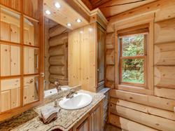 ChaletsOasis_Bear19_Downstairs_Bathroom.