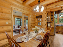 ChaletsOasis_Bear19_Dining_Room_1
