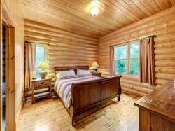 ChaletsOasis_Deer49_Master_Bedroom