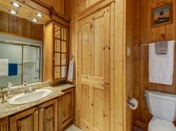ChaletsOasis_Deer49_Second_Bathroom