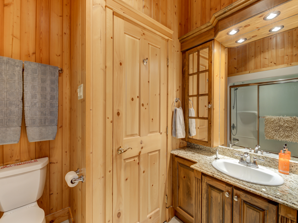 ChaletsOasis_Deer4_Upstairs_Bathroom