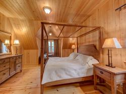 ChaletsOasis_Bear19_Master_Bedroom