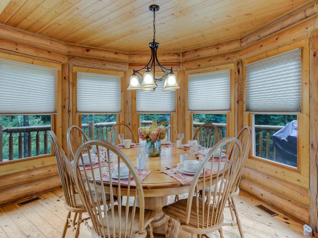 ChaletsOasis_Deer49_Dining_Room