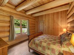 ChaletsOasis_Bear19_First_Bedroom