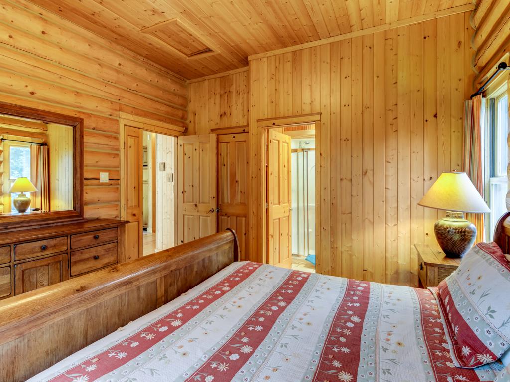 ChaletsOasis_Deer49_Master_Bedroom_2