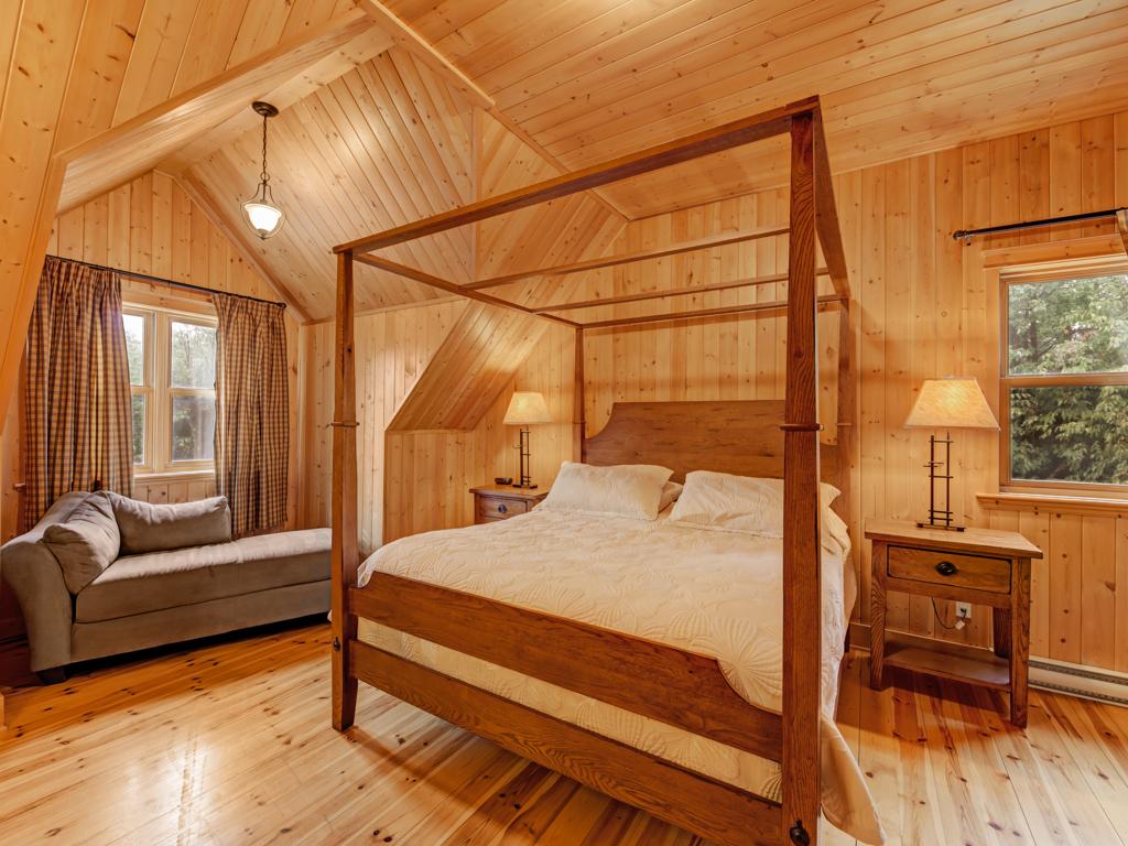 ChaletsOasis_Bear19_Master_Bedroom_1