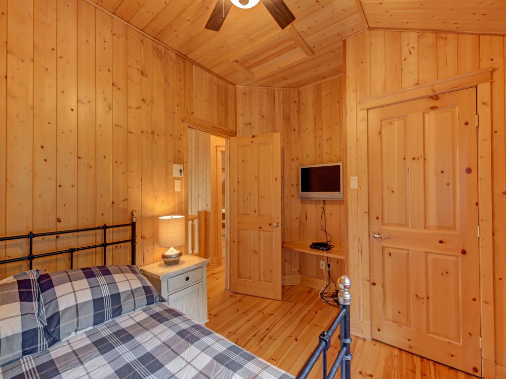 ChaletsOasis_Bear19_Third_Bedroom_1