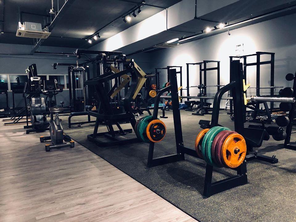 dennis gym T