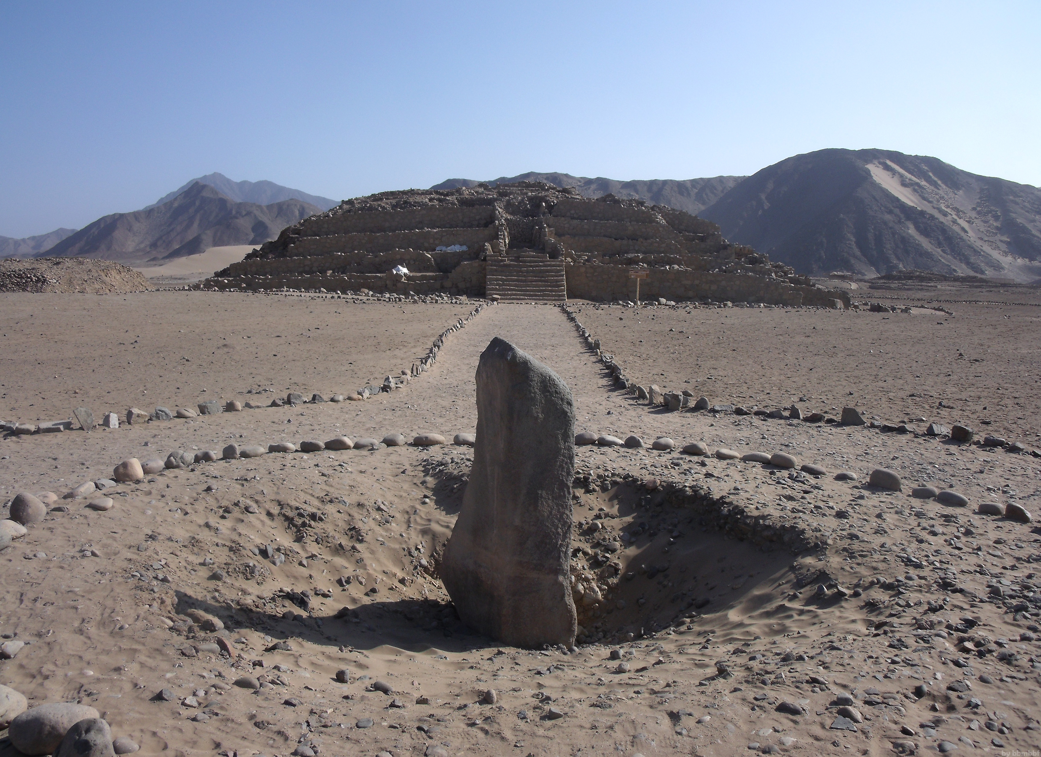 Caral___centro_by_bbmbbf.jpg