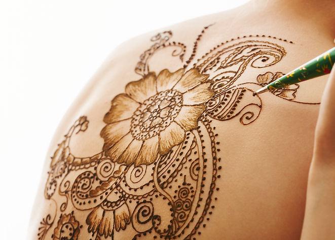 Tatuagem de henna de volta