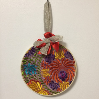 Cercle bambou, broderie sur tulle, multicolor