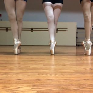 Intermediate Pointe Girls