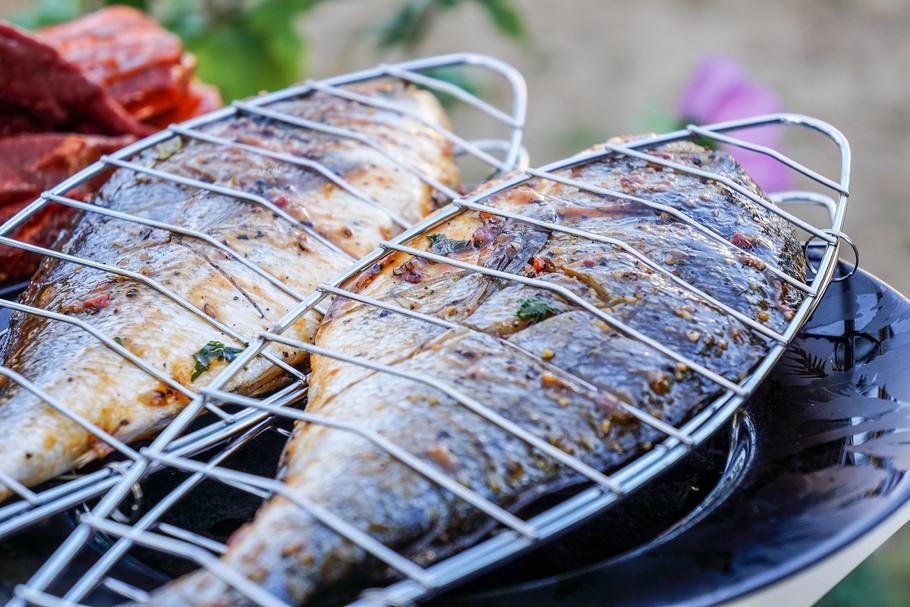 almoço_com_peixe_grelhado_e_muito_mais.j