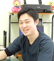 嶋﨑Dr.png