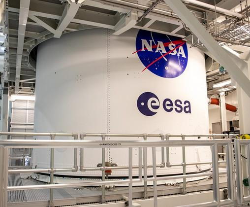 """NASA """"Meatball"""" Insignia and ESA Logo Added to Artemis I Fairings"""