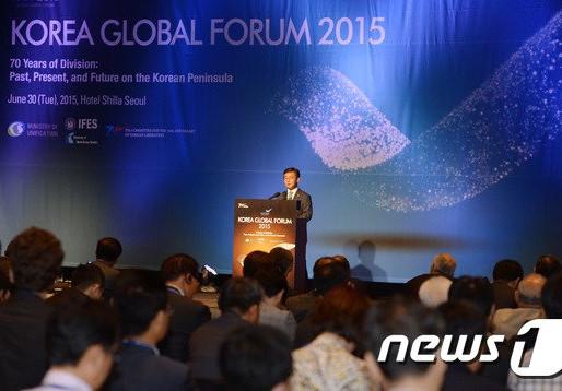 """[언론 속 통일연구원] 2016 한반도국제포럼…""""북핵 해결위해 압박·대화 병행해야"""" (news 1)"""