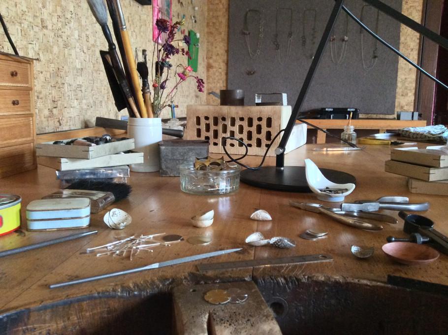 À l'atelier bijoux: