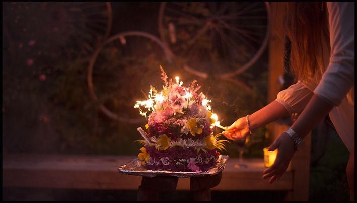 Blumen und Kerzen zum geburtstag
