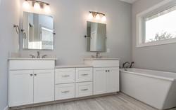 27 Hampton Master Bathroom
