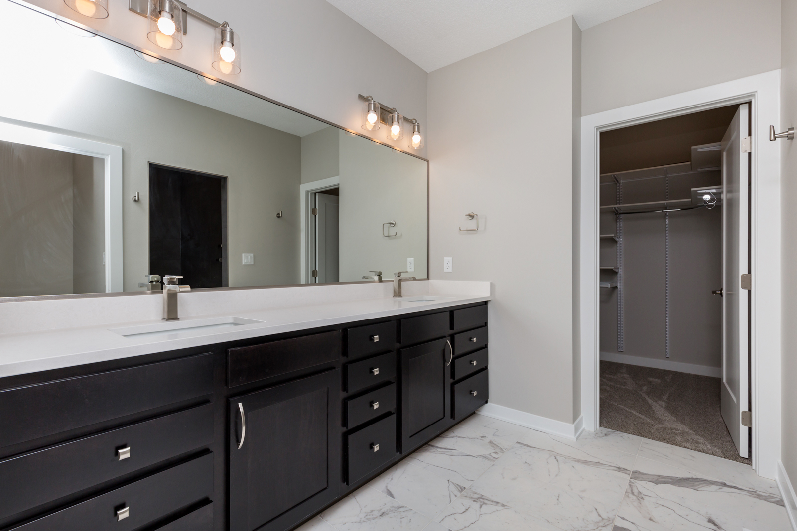 Modern Bathroom in Des MOines
