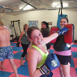 Jessie Oldaker, Ella Hartwig training Ja