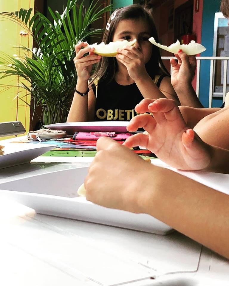 comer com as mãos :)