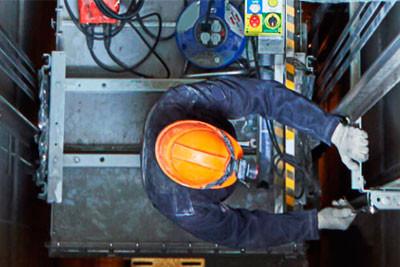 Análise e tolerância de risco na atividade de manutenção de elevadores.