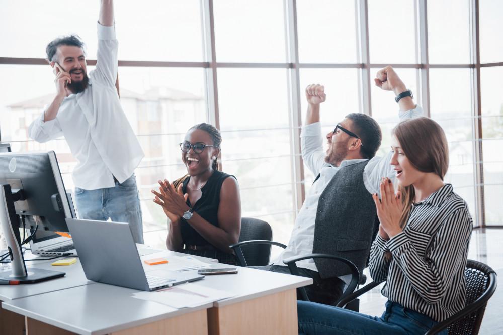 Uma empresa não se baseia somente em uma boa relação com os clientes, pois também é necessário uma boa relação com os colaboradores. Então, para isso, foram criadas diversas estratégias de endomarketing, que visam aumentar a produtividade de todos.