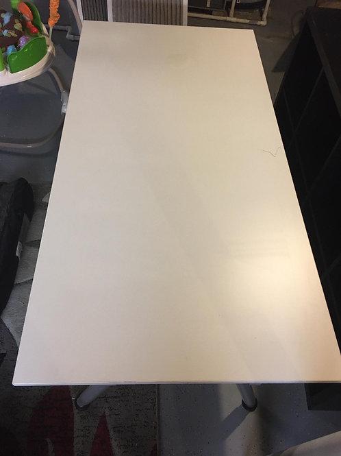 طاولة دراسية
