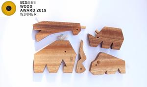 5 animali del set safari in mogano fleko selezionati come vincitori al big see wood award 2019 e candidati al gran prix