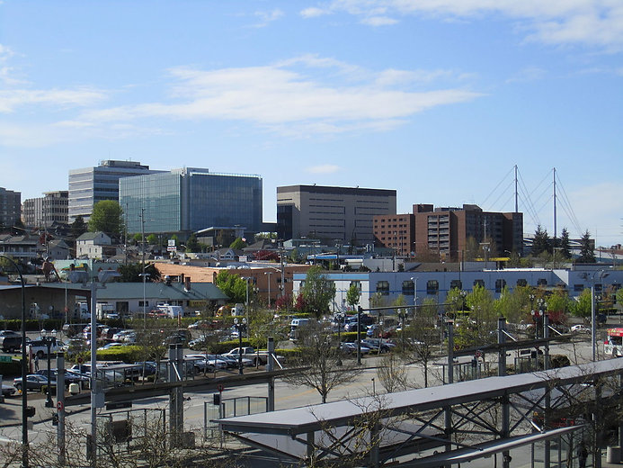 1200px-Everett_Station_-_Everett_skyline