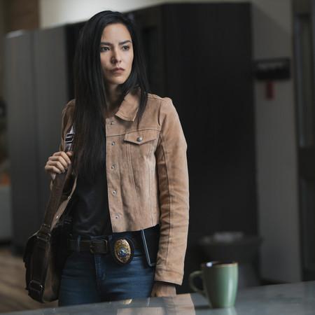 Sam Woodburn (Jessica Matten)