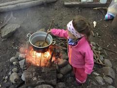 Feuerstelle in der Waldküche