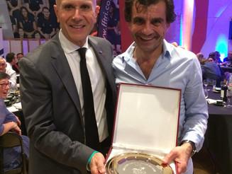 Remise des trophées à l'AG de la FFTRI, le Valence Triathlon à l'honneur.