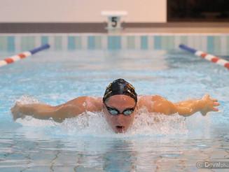 Championnat de France Natation - Bassin de 25m. Mathilde Cini sur les plots.