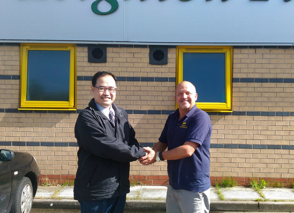 Mr Su of Ming Wei and Phil Coffey of Leighton Packaging