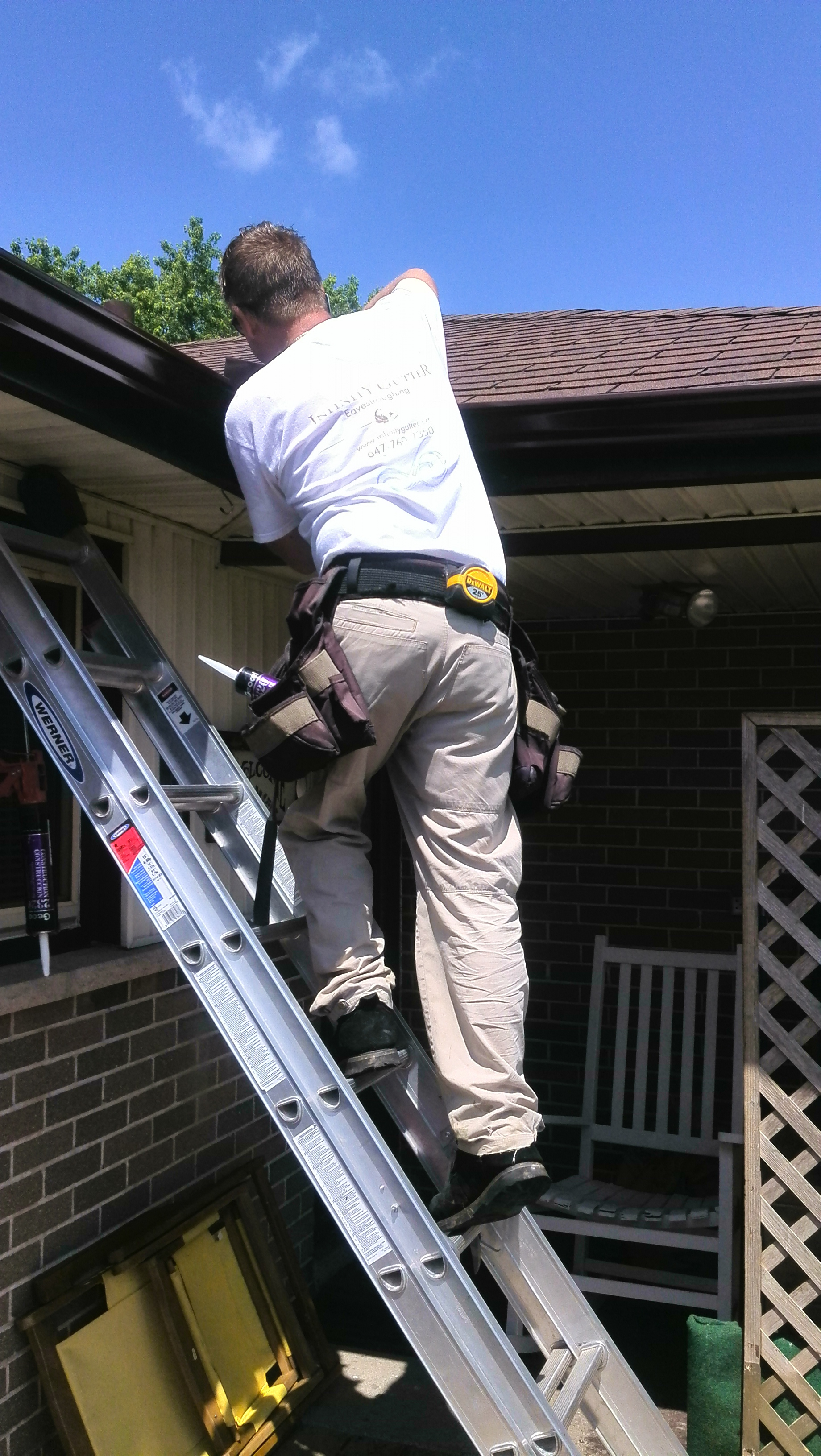 eavestrough repair