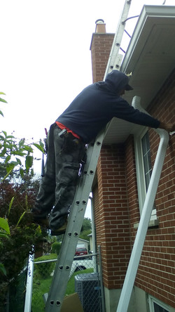 eaves and downpipes installation