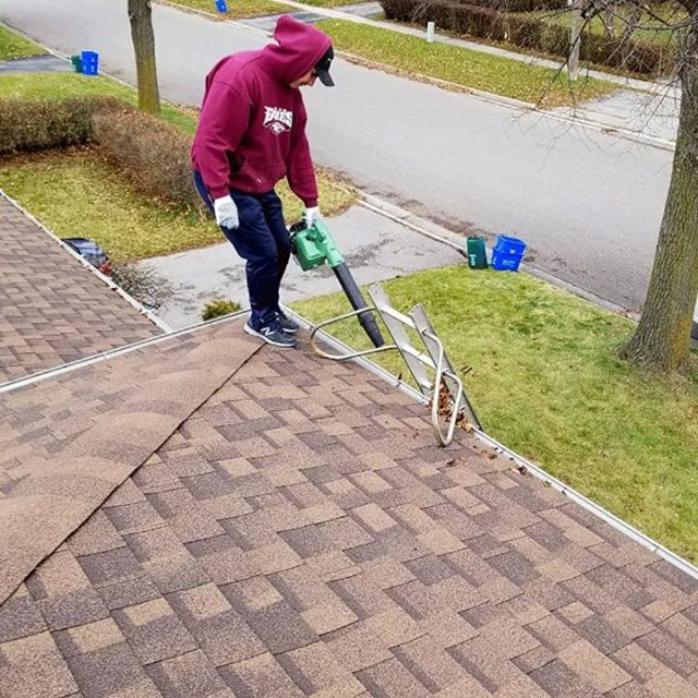 Eavestrough (gutter) cleaning in Durham.Ontario