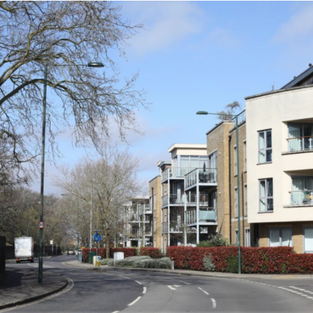 立場新聞 |調查指逾 7 成移英港人指最難覓居所 團體籲英政府與酒店合作提供臨時住處