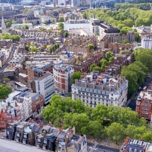 Bloomberg | Influx of Hongkongers Fails to Stem London's Posh Home Slide