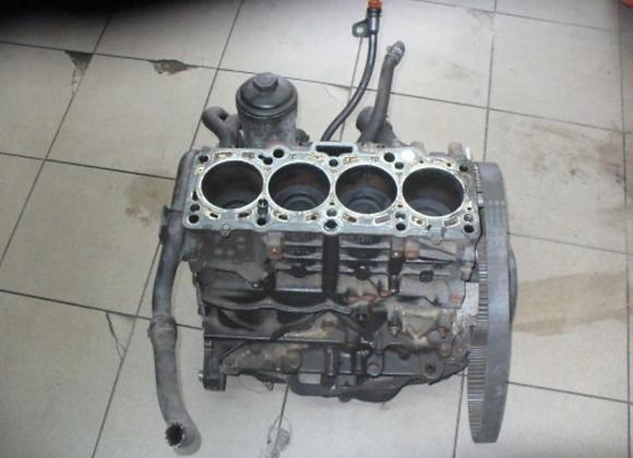 Bloc moteur nu Volkswagen Passat B6 SW 2.0 TDi 16V 170cv CBB