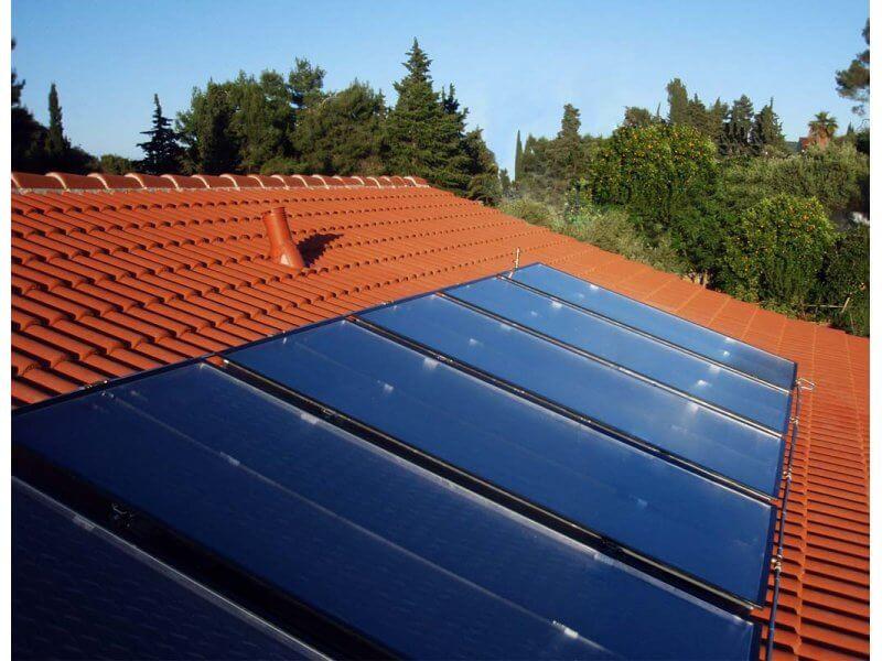 Szeglemezes tetőre szerelt napelemek