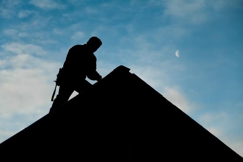 Előre gyártott tetőszerkezet összeszerelése