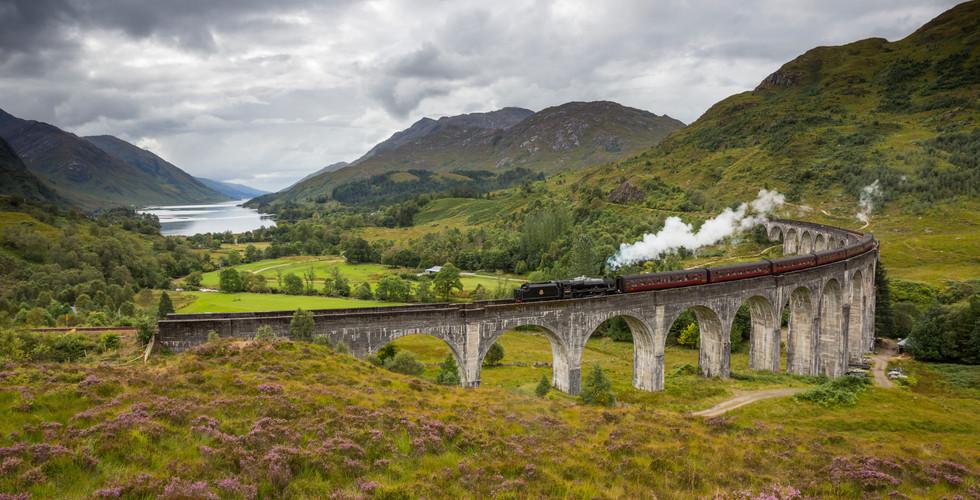 Jacobite steam train, Glenfinnan Viaduct