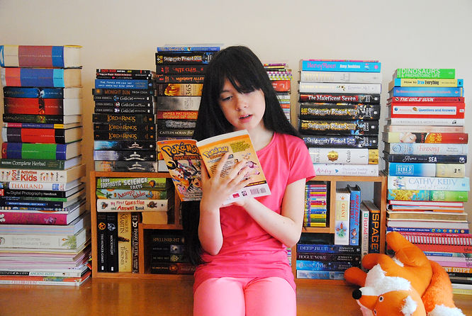 DSC_1179-Sadie read books h5.JPG