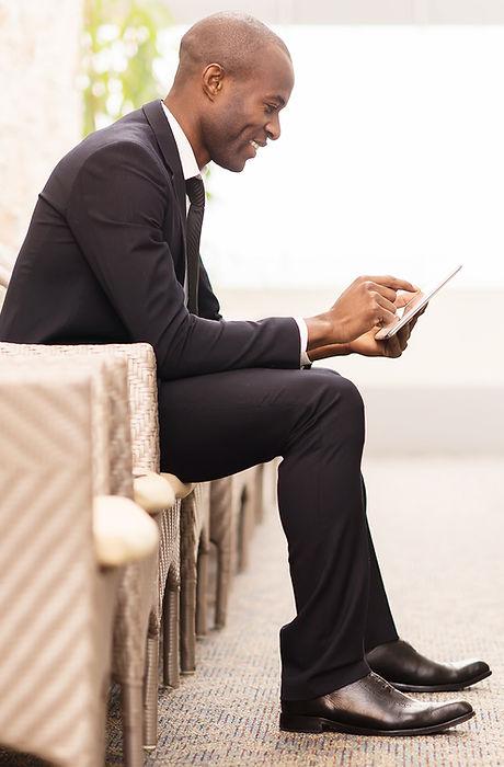 インタビューを待って自信を持ってビジネスマン